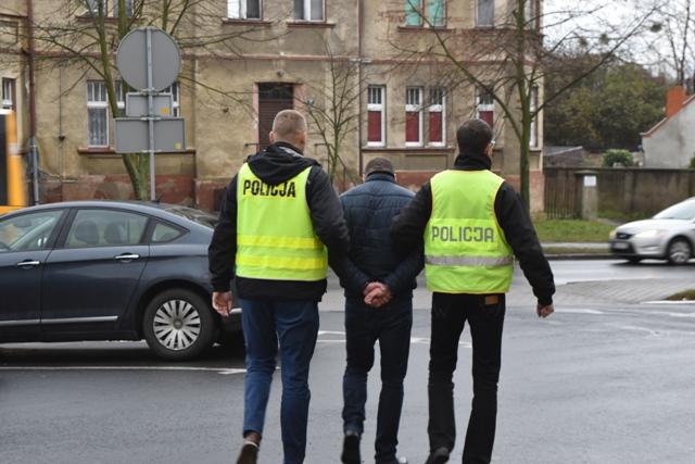 Oszuści, którzy podawali się za pracowników gazowni zatrzymani przez śremską policję.