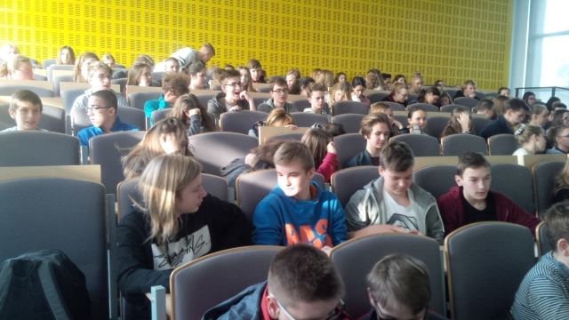 Uczniowie Gimnazjum nr 1 na wykładzie na Wydziale Neofilologii UAM w Poznaniu
