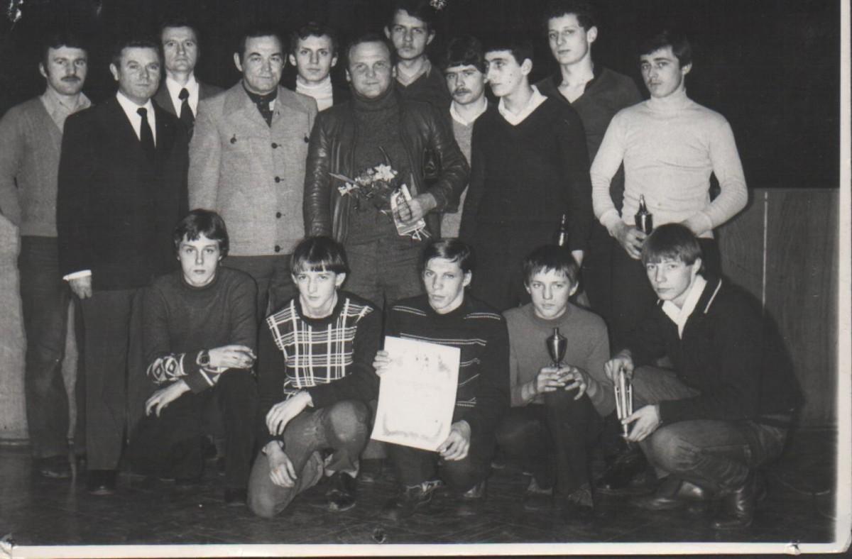 Jerzy Kulej odwiedził bokserów Warty Śrem w latach 70 lub 80.