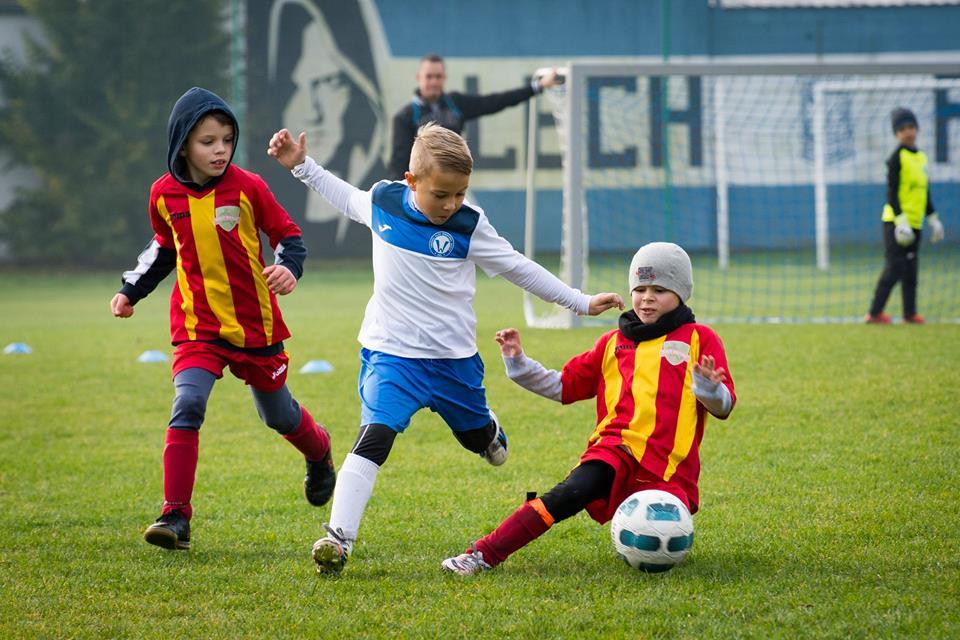 Zawodnicy Akademii Piłkarskiej Młoda Warta